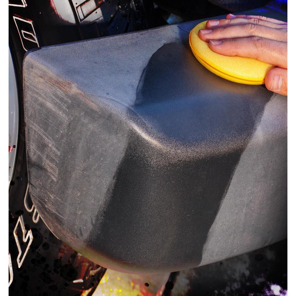 Oživovač a ochrana nelakovaných plastov v exteriéri a interiéri - Meguiar's Ultimate Black Plastic Restorer, 355 ml